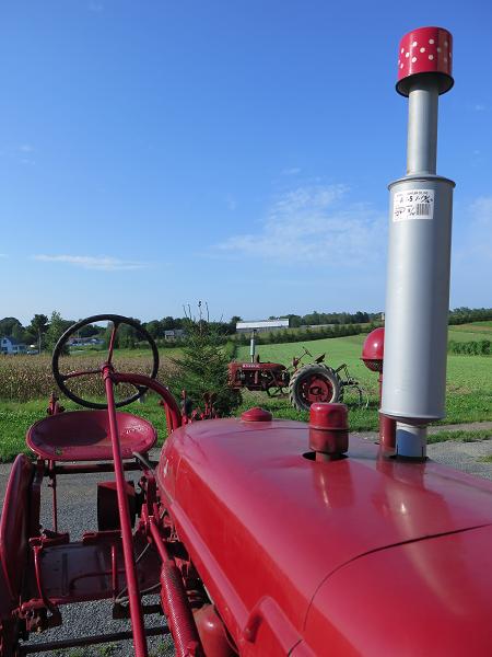 Deux tracteurs rouges - Two Red Tractors