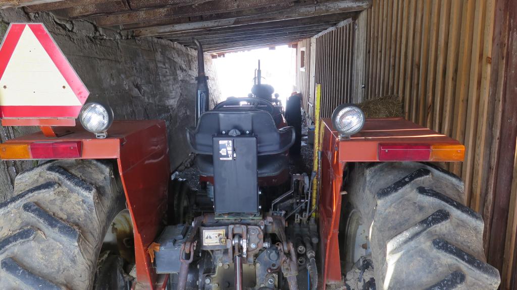 Tracteurs remisés - Tractor storage